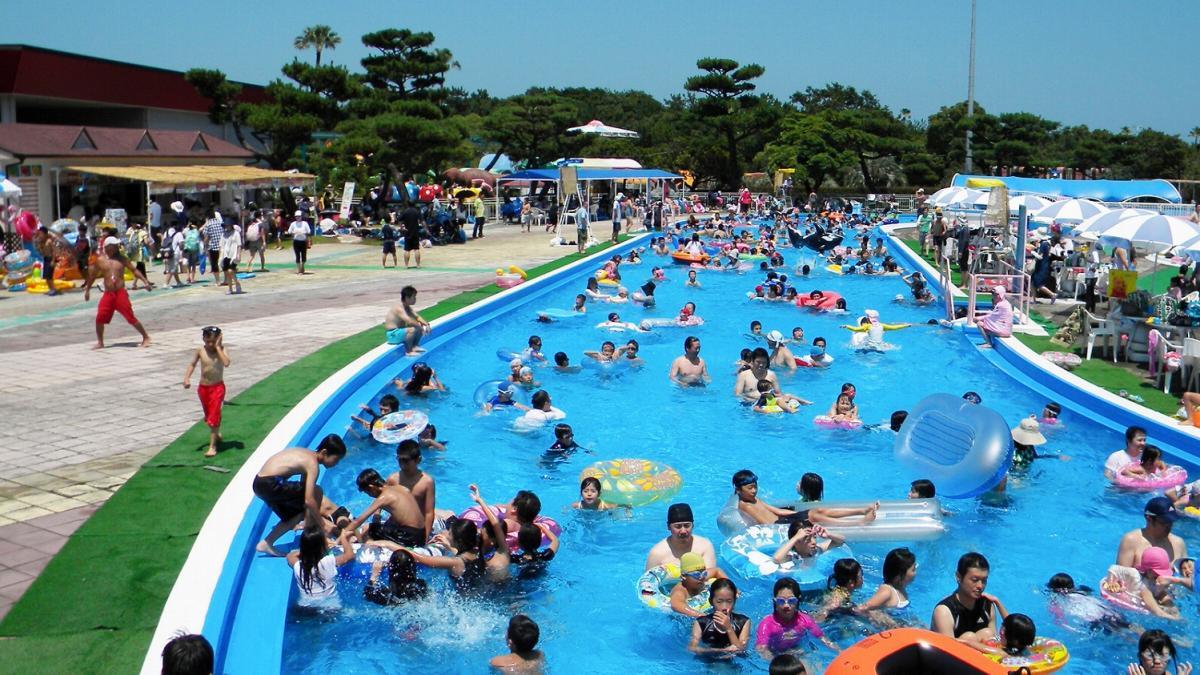 宮崎市フェニックス自然動物園 流れるプール