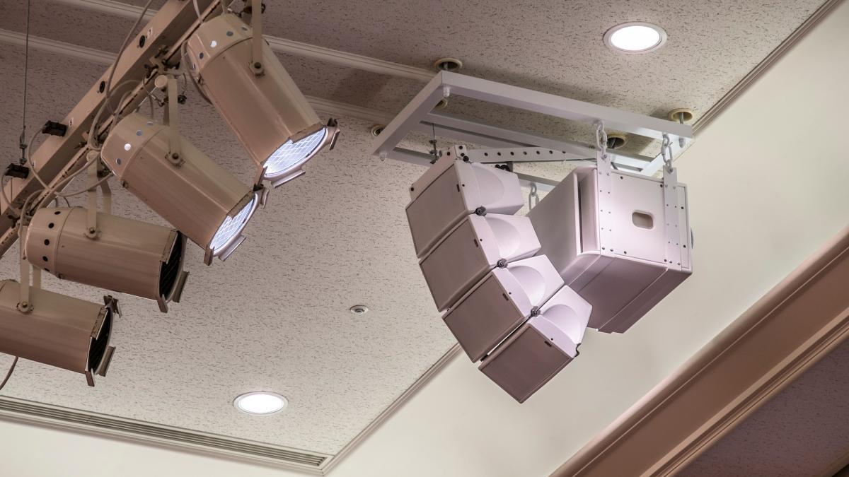 最新の音響・照明設備