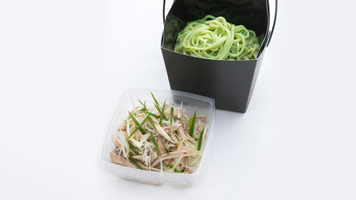 宮崎県産蒸し鶏と葱の四川風涼麺