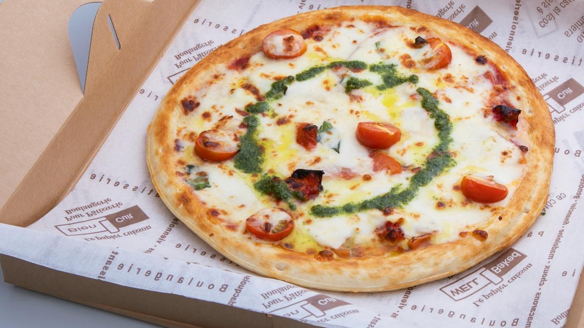バジル香る 宮崎県産トマトのピッツァ・マルゲリータ