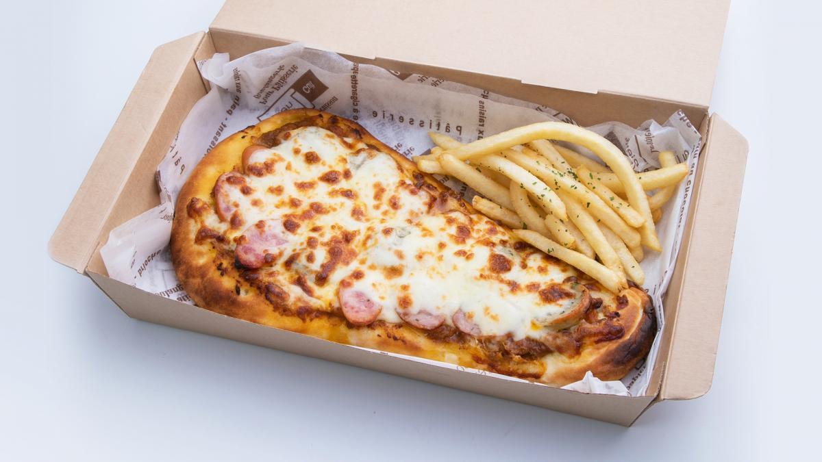 宮崎県産あじ豚ソーセージのキーマカレーナンピザ