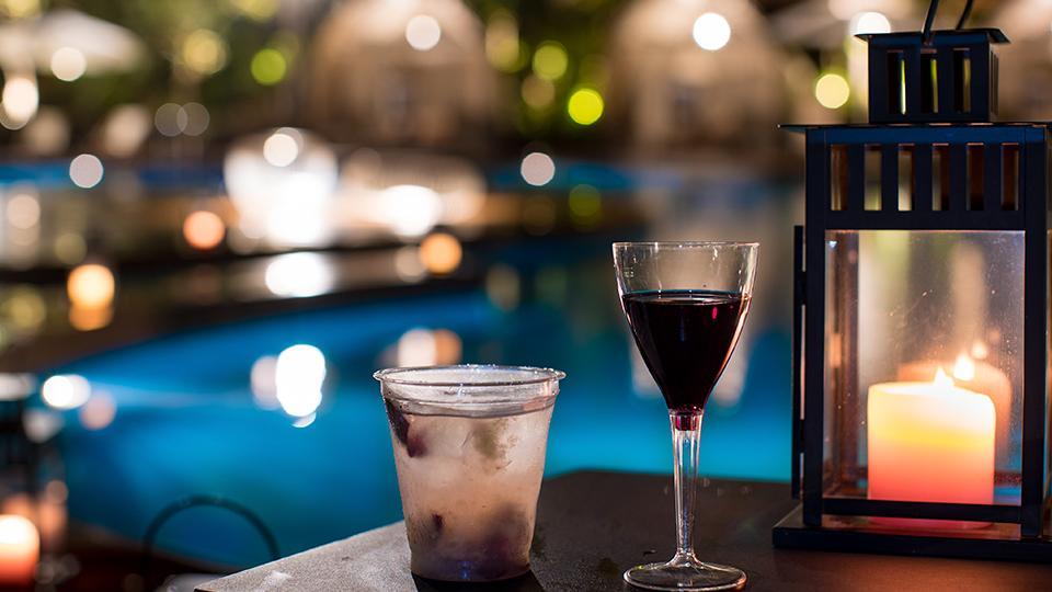 お酒と愉しむリゾート時間  プールバー限定オープン