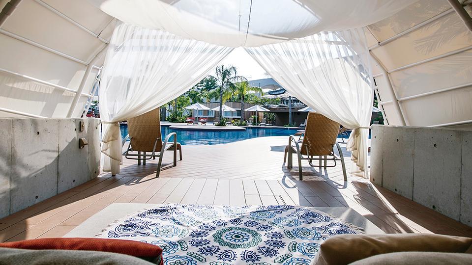 プールサイドの贅沢なプライベート空間「水辺のガゼボ」
