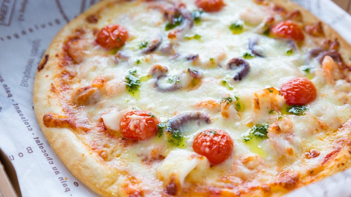 バジル香る シーフードピザ