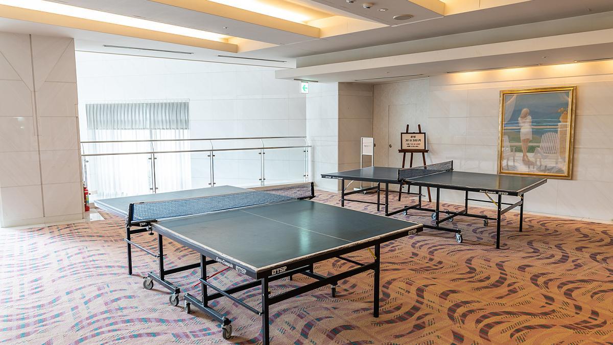 ホテルで卓球
