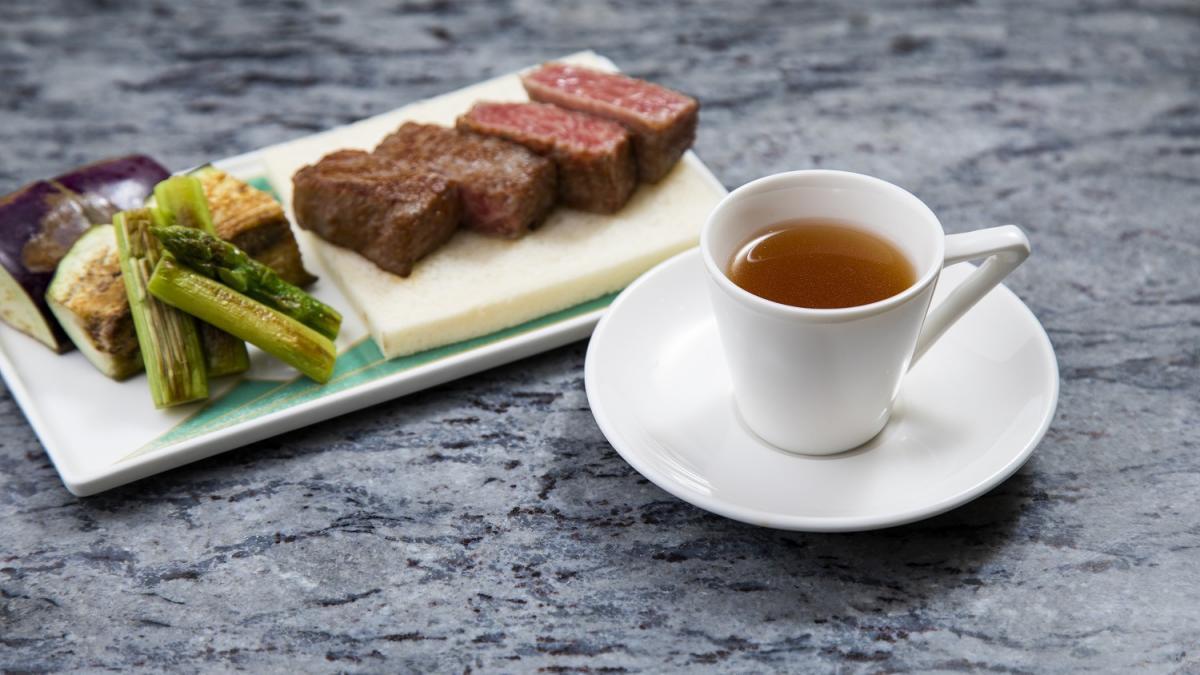 宮崎牛すね肉のコンソメスープ