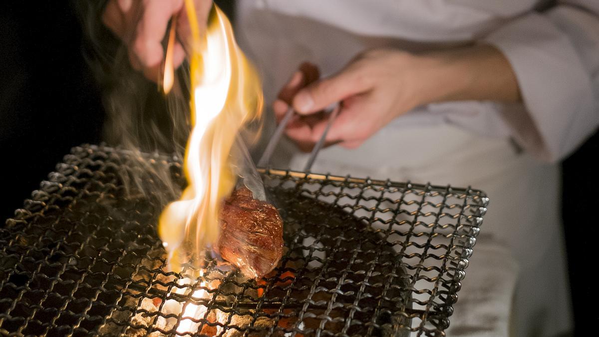 川原 祐一(Beef Atelier うしのみや) 宮崎牛漬け炭火焼き