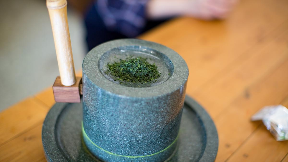 抹茶の石臼挽体験