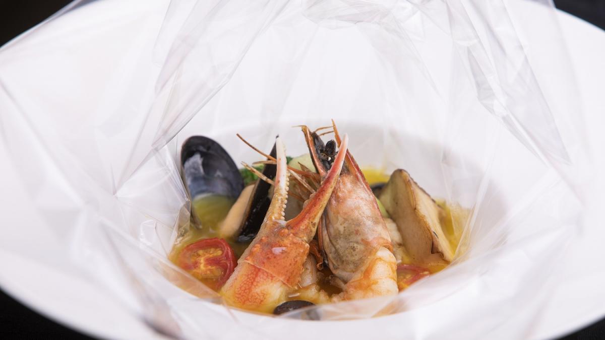 しまうら真鯛と魚介のアクアパッツァ カルタファタ包み焼き