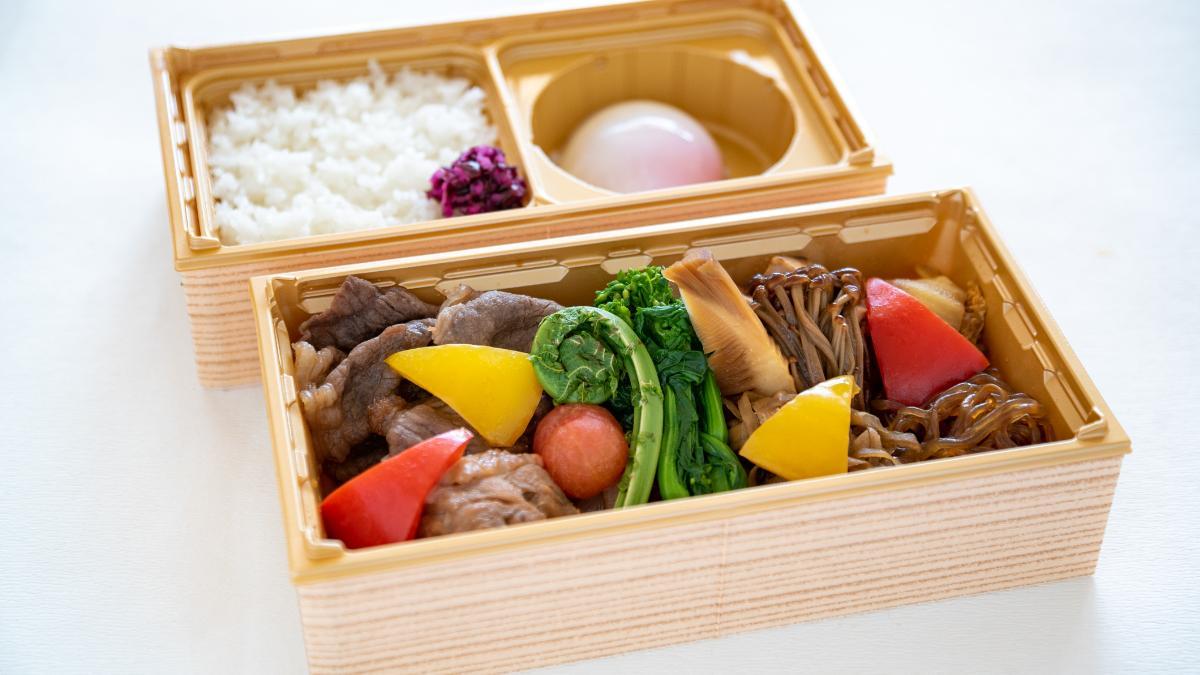 宮崎牛とみやざき地頭鶏のすき焼き弁当