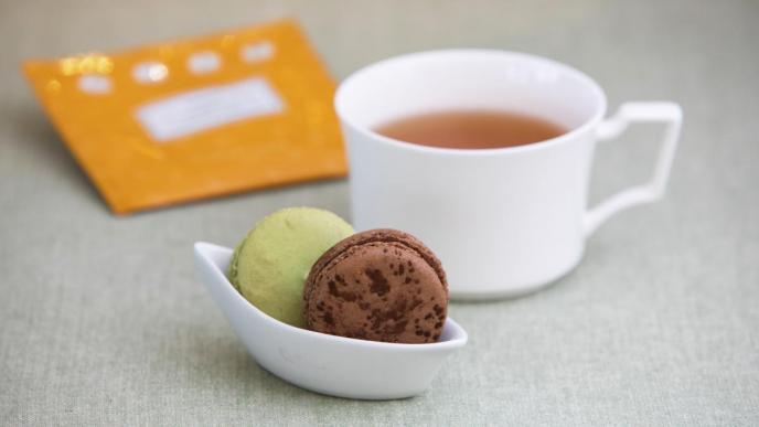 『ピエール・エルメ・パリ』のマカロン&紅茶セット