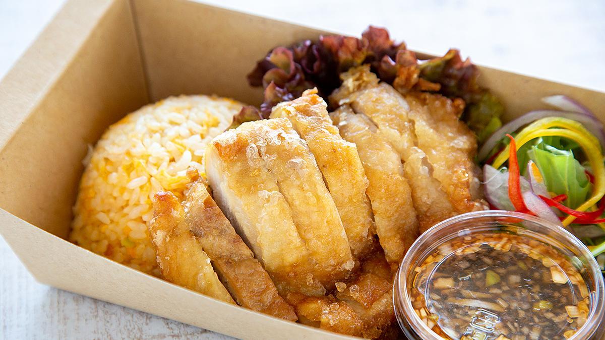 県産鶏の油淋鶏と炒飯
