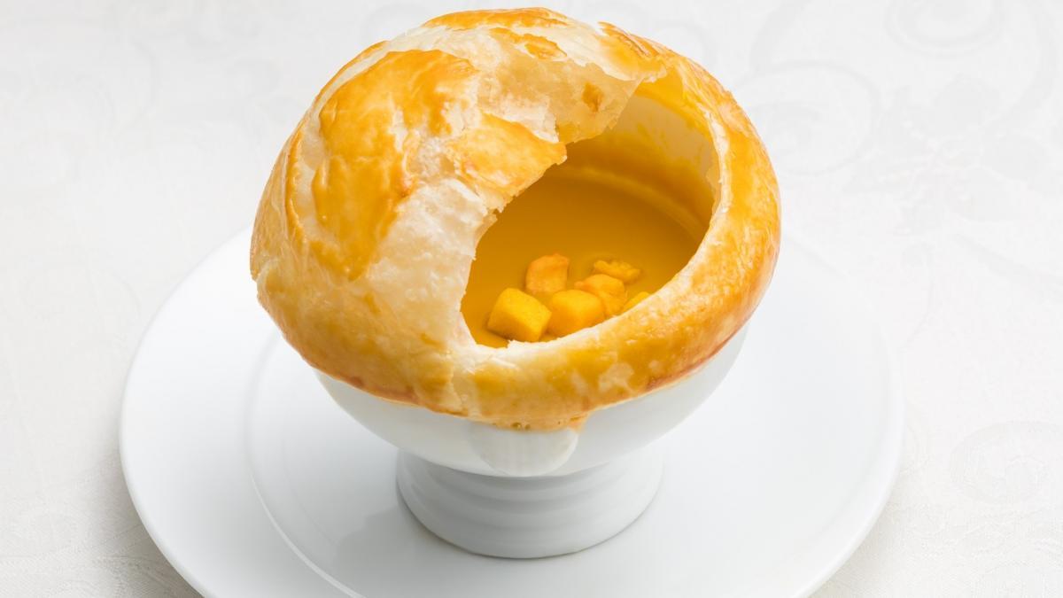 熱々パイ包み 野菜のクリームスープ