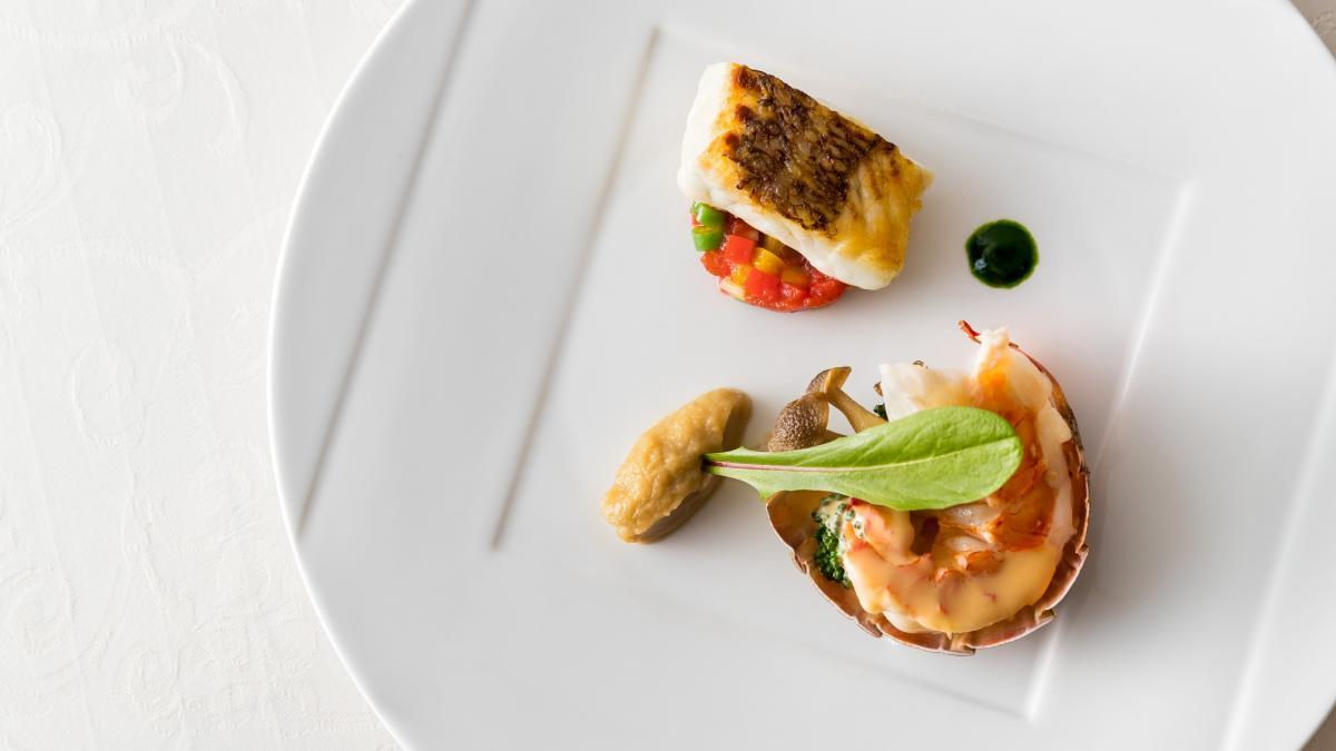 殻付きロブスターのローストと鯛のポワレ 雲丹風味のソース
