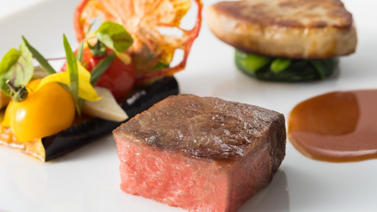 宮崎牛のロティとフォアグラ 赤ワイン風味ソース