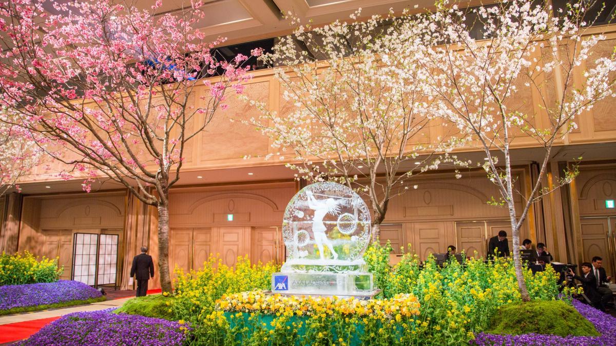 氷細工の演出と花木を使った会場装飾