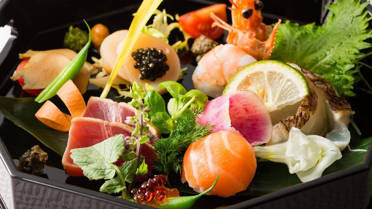 サーモンの手毬寿司と魚介のペシュール 八潮スタイル