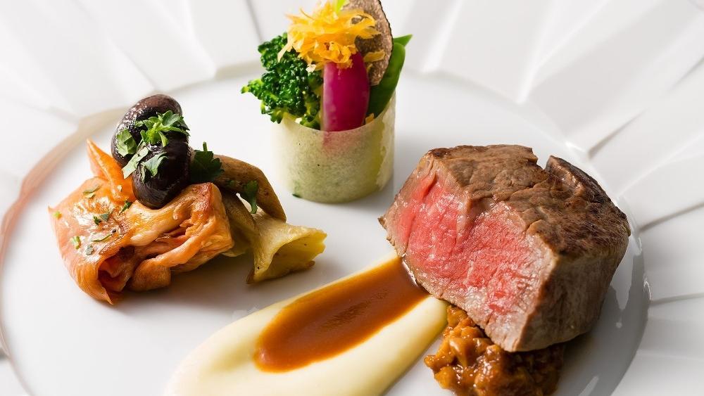 国産牛フィレ肉ソテー菜園仕立て タイム風味ヴィネガーソース