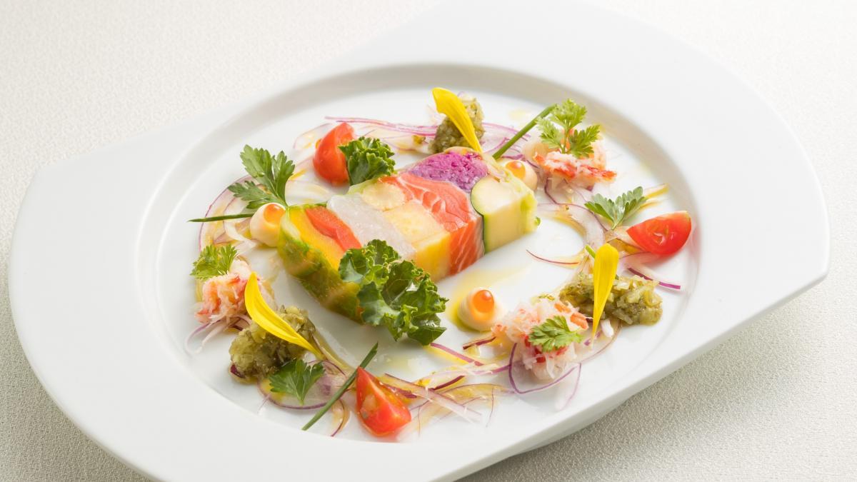 西米良サーモンとしまうら真鯛の 紅白テリーヌ カニのサラダ仕立て