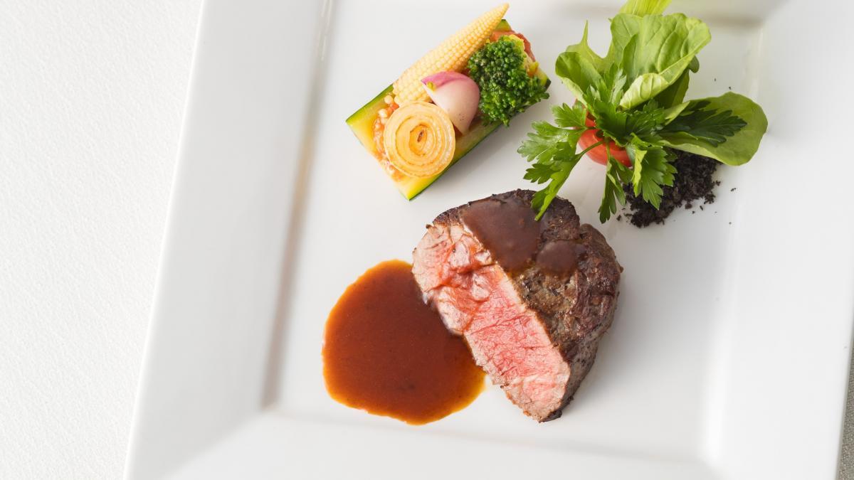 牛フィレ肉のソテー マルサラ酒風味
