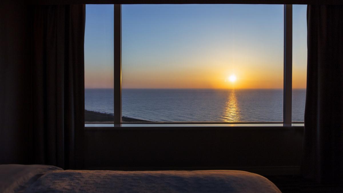 客室から朝日