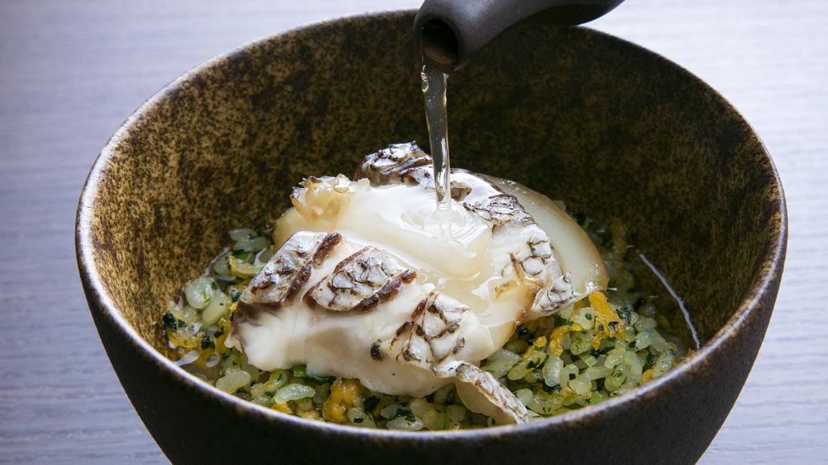 海味翡翠泡飯  (しまうら真鯛と鮑の翡翠炒飯 スープ茶漬け風)