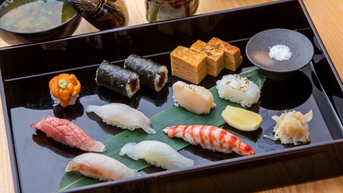 「八潮」のお寿司をお部屋へお届け