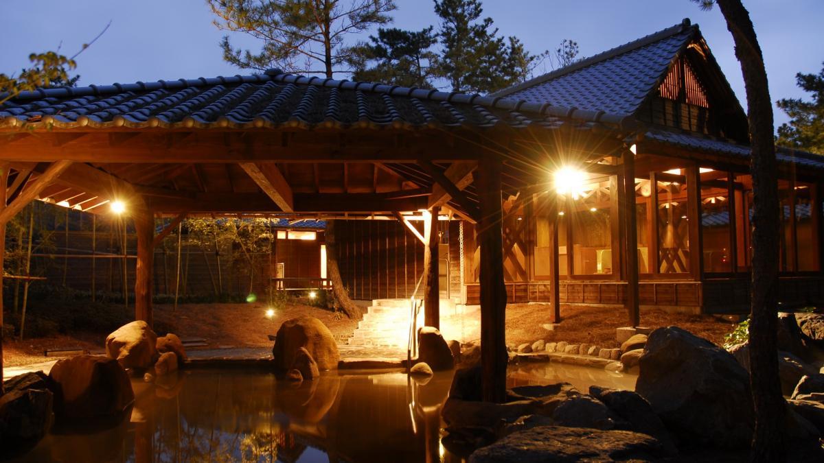 練習後の疲れを癒す温泉施設