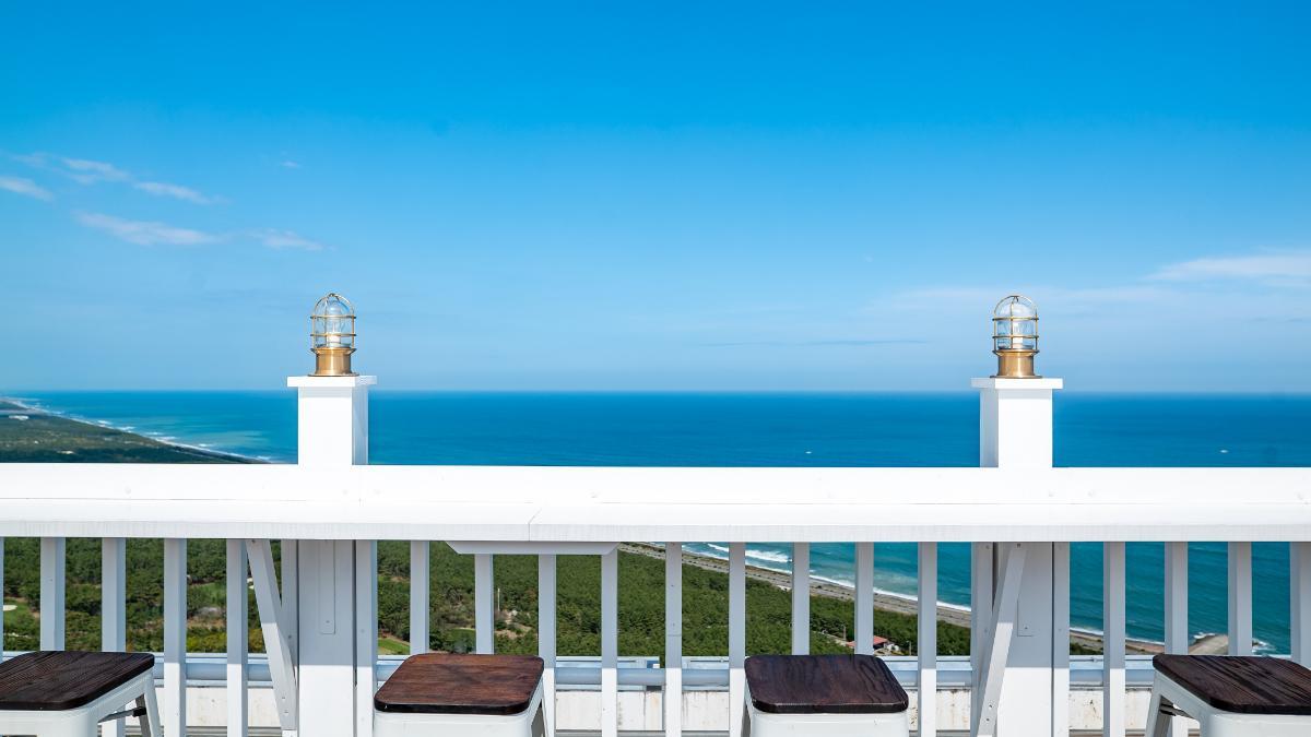 九州で一番高い場所で非日常体験「屋上のテラス席」