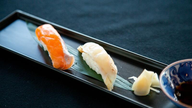 金河豚焼霜の握り寿司 西米良サーモンのにぎり寿司