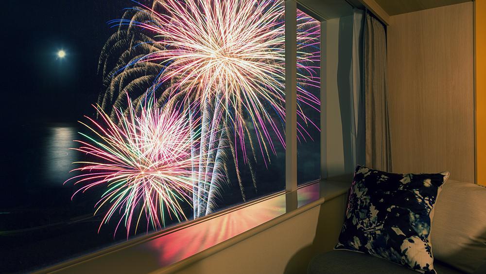 客室から花火
